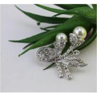 Brooches Lily Flower Fresh White Pearl Brooch With Safty Pin.